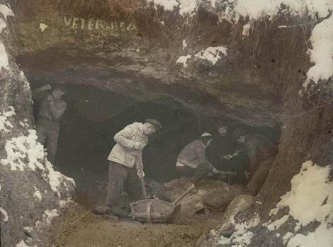 Paleontolozi ispred špilje Veternice (foto: PP Medvednica)