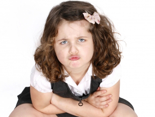 Ljutita djevojčica (foto: FreeDigitalPhotos)