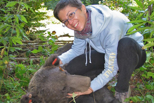Magda Sindičić i medvjed u Gorskom kotaru