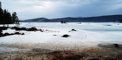 Zamrznuto jezero (foto: Wikimedia Commons)